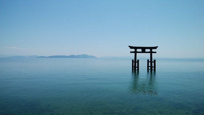 白髭神社の湖中鳥居